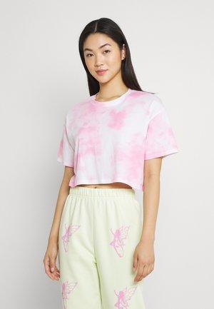 CROP DAD TEE - Print T-shirt - pink