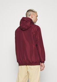 Ellesse - TERRAZZO - Summer jacket - burgundy - 2