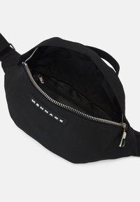 Mennace - AFTERMATH MENNACE HANDLE BUM BAG UNISEX - Bæltetasker - black - 2