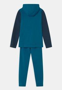 Nike Sportswear - CORE SET - Chándal - green abyss/deep ocean/volt - 1