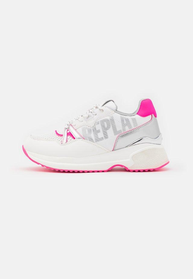 FARLEY - Sneakers basse - white/fuxia
