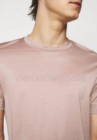 Emporio Armani - Triko spotiskem - light pink - 4