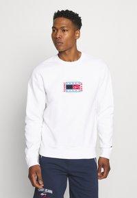 Tommy Jeans - TIMELESS CREW  UNISEX - Sweatshirt - white - 0