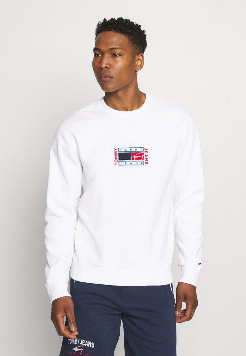 Tommy Jeans - TIMELESS CREW  UNISEX - Sweatshirt - white