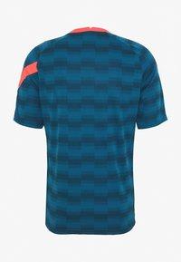 Nike Performance - DRY - Camiseta estampada - laser blue/laser blue/laser crimson - 1