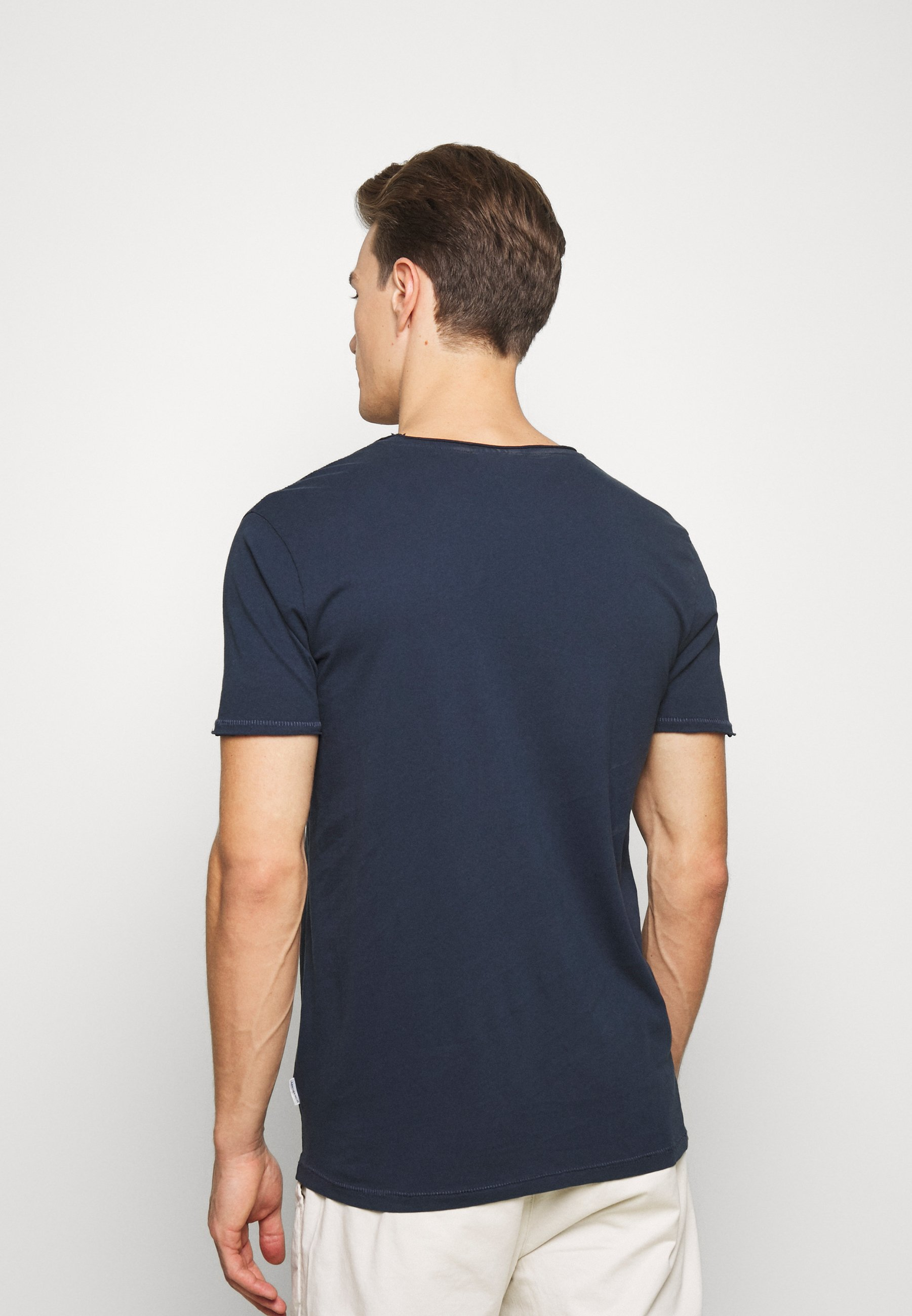 Lindbergh WASHED TEE - Basic T-shirt - dark blue ap06c
