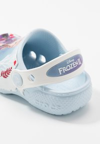 Crocs - DISNEY FROZEN 2 - Pool slides - mineral blue - 6