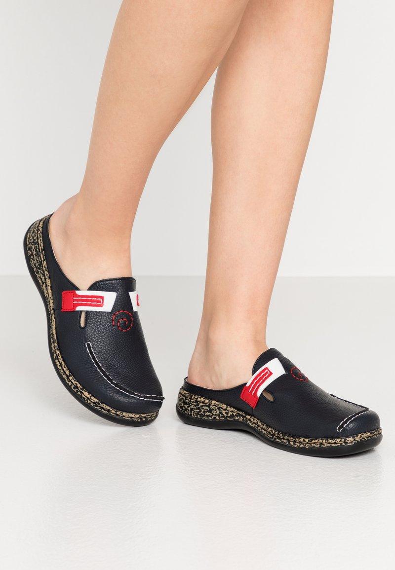 Rieker - Slippers - korsika kostau navy/rosso