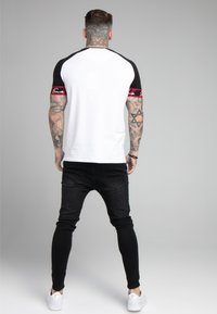 SIKSILK - SCOPE TAPE TECH TEE - Print T-shirt - black/white - 2