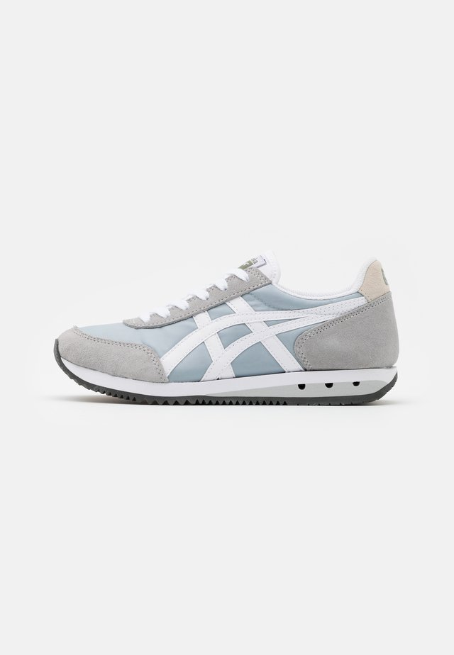 NEW YORK UNISEX  - Matalavartiset tennarit - piedmont grey/white