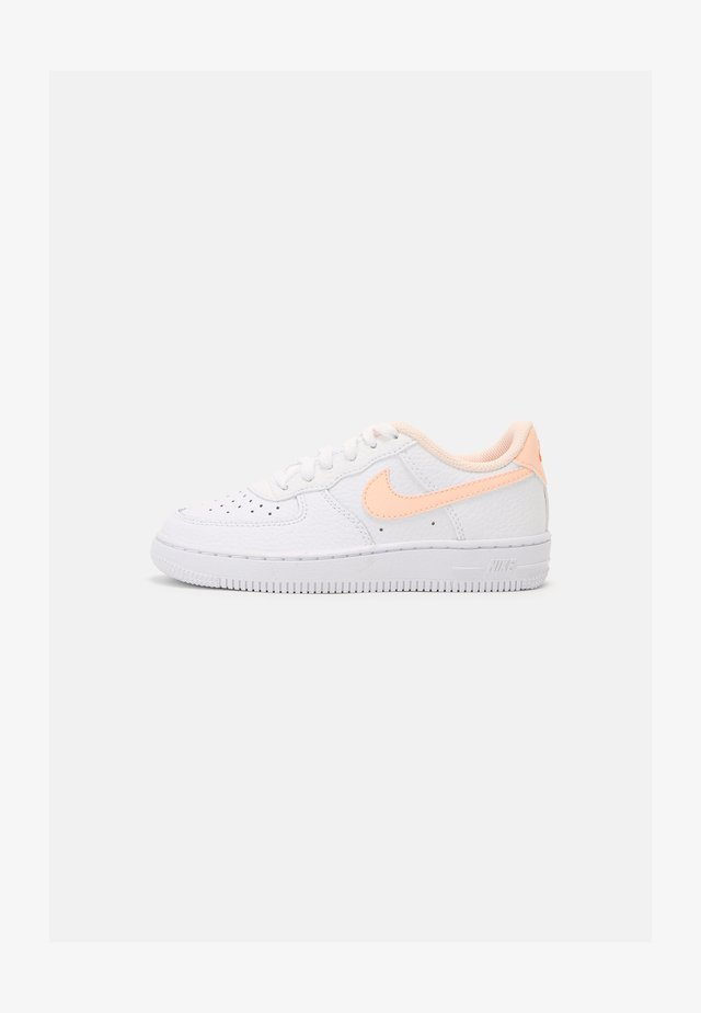FORCE 1 - Sneakers laag - white/crimson tint/hyper crimson