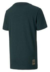 Puma - ITALIA - Print T-shirt - ponderosa pine-team gold - 1