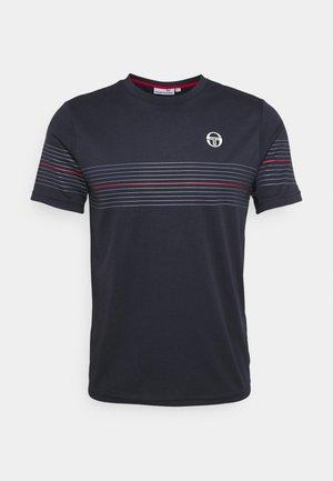 NUNTENG - Print T-shirt - navy/red