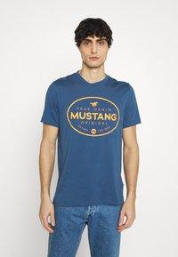 Mustang - ALEX PRINT - Triko spotiskem - ensigne blue - 0