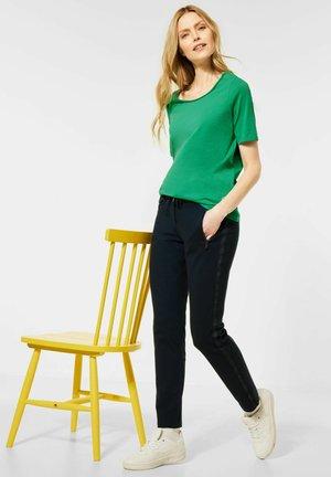 STYLE - Basic T-shirt - grün