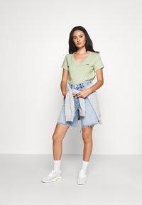 Levi's® - PERFECT VNECK - T-shirts - greens - 1