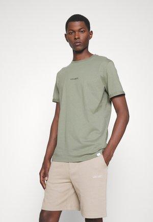 LENS - Basic T-shirt - lichen green/black