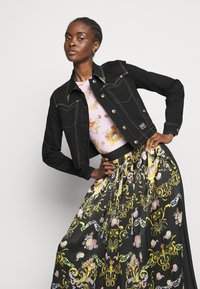 Versace Jeans Couture - LADY SKIRT - Pleated skirt - black - 4