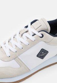Hackett London - YORK EYELT TRAINER - Sneakersy niskie - offwhite - 5