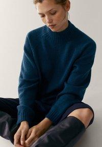 Massimo Dutti - MIT STEHKRAGEN - Jumper - blue - 4