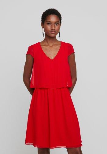 NEW JOEY - Koktejlové šaty/ šaty na párty - lipstick
