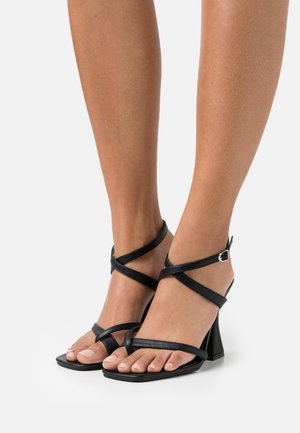 WIDE FIT JONAS - Sandalias - black