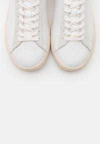 Clae - BRADLEY - Zapatillas - white/blue - 5