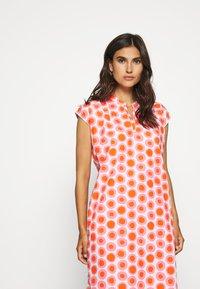 Emily van den Bergh - DRESS - Hverdagskjoler - white/pink - 3