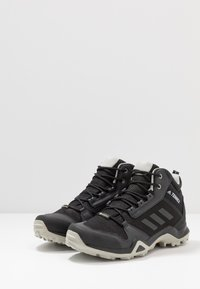 adidas Performance - TERREX AX3 MID GORE-TEX - Trekingové boty - core black/dough solid grey/purple tint - 2
