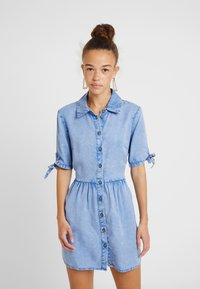 Miss Selfridge Petite - SHIRT DRESS - Farkkumekko - blue - 0