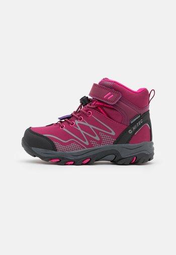 BLACKOUT MID WP JR UNISEX - Hiking shoes - dark rose/fuchsia