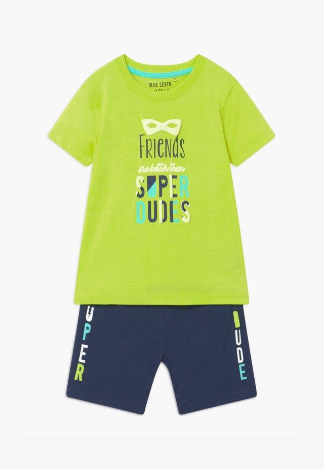 SMALL BOYS FRIENDS SET  - Pantaloni sportivi - hell grün