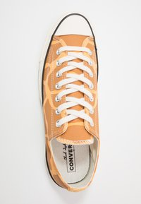 Converse - CHUCK TAYLOR ALL STAR - Sneakersy niskie - melon baller/raw sugar/egret