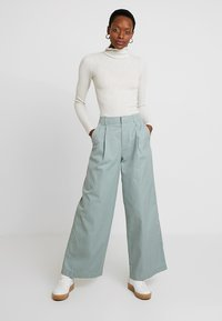 GAP - HI-RISE PLEATED  - Broek - sage - 1