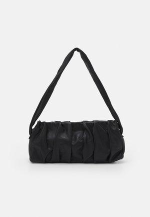 LONG VAGUE - Handbag - black