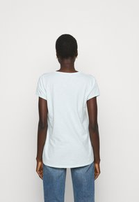 DRYKORN - AVIVI - Basic T-shirt - grün - 2