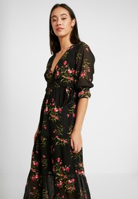 Wednesday's Girl - RUFFLE CUFF 3/4 LENGTH SLEEVE WRAP FRONT TIERED MIDAXI DRESS - Kjole - black/pink - 4