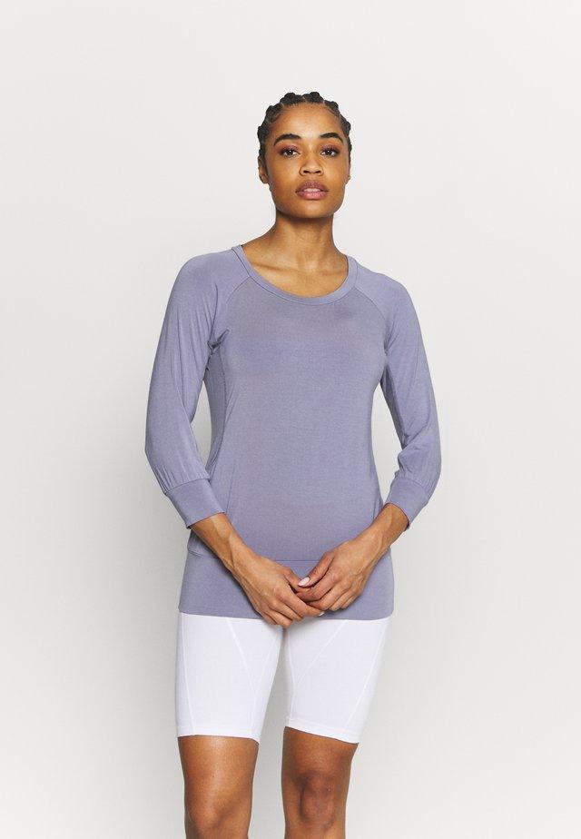 Langærmede T-shirts - new pearl