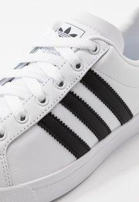 adidas Originals - COAST STAR - Sneakers laag - footwear white/core black - 5