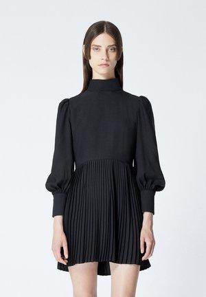 À DÉTAIL PLISSÉ - Day dress - black