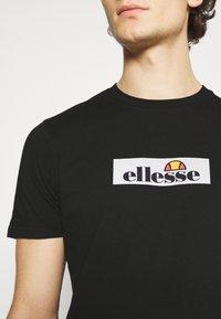 Ellesse - OMBRONO - T-shirt imprimé - black - 4
