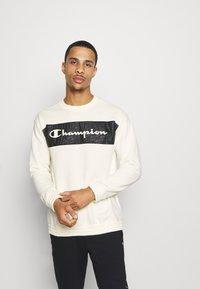 Champion - LEGACY HERITAGE TECH CREWNECK - Sweater - off-white/black - 0