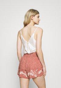 women'secret - PALM BELT SHORT - Pyjama bottoms - red - 2