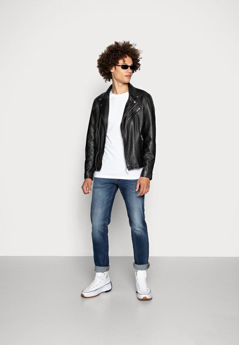 Topman - 5 PACK - T-shirts basic - white/black/grey