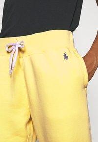 Polo Ralph Lauren - SEASONAL - Pantaloni sportivi - bristol yellow - 4