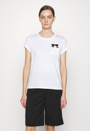 IKONIK KARL POCKET TEE - T-shirt z nadrukiem - 100 white