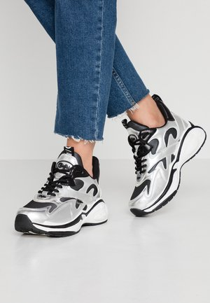 CAI - Trainers - silver