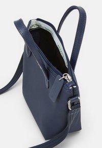 Lacoste - SHOPPING CROSS BAG - Handbag - penombre - 2