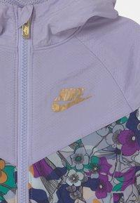 Nike Sportswear - ENERGY WINDRUNNER - Lehká bunda - purple chalk - 2