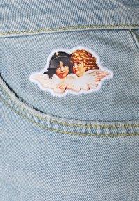 Fiorucci - ICON ANGELS SHORTS LIGHT VINTAGE - Denim shorts - light vintage - 2